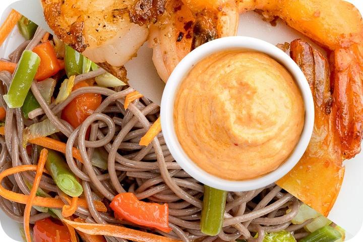 Лапша соба (овощи) + Маринованные тигровые креветки + Сливочный Том ям