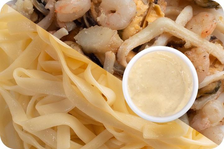 Лапша удон (овощи) + Морепродукты + Соус сливочный Кимчи (острый)