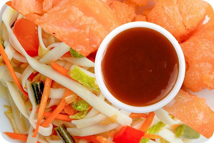 Лапша удон (овощи) + Филе лосося + Остро-сладкий соус