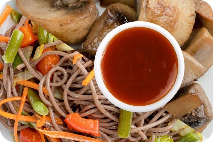 Лапша соба (овощи) + Грибы шампиньоны + Остро-сладкий соус