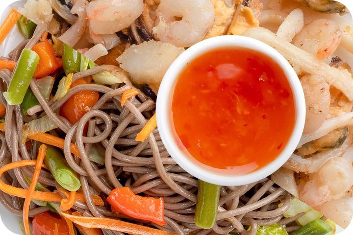 Лапша соба (овощи) + Морепродукты + Свит Чили