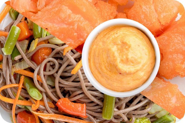 Лапша соба (овощи) + Филе лосося + Сливочный Том ям