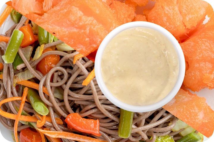 Лапша соба (овощи) + Филе лосося + Соус сливочный Кимчи (острый)