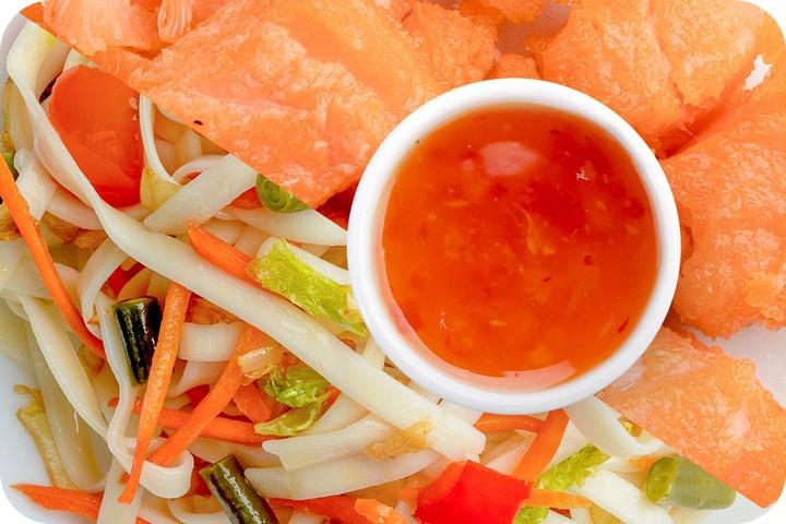 Лапша удон (овощи) + Филе лосося + Свит Чили