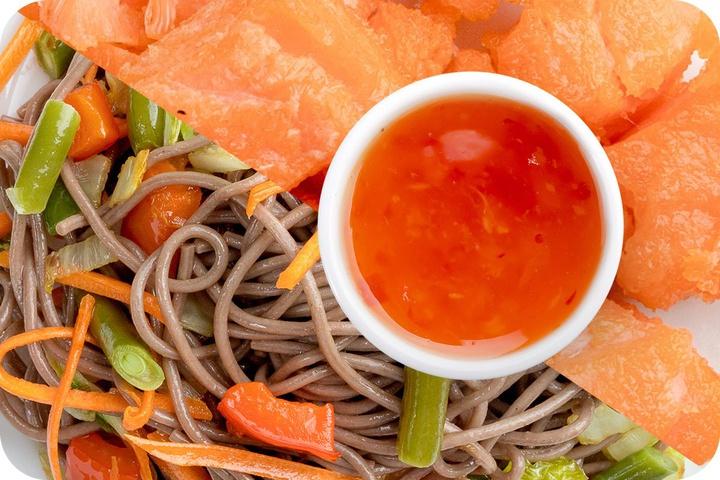 Лапша соба (овощи) + Филе лосося + Свит Чили