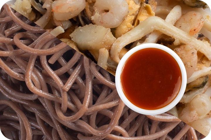 Лапша соба (овощи) + Морепродукты + Остро-сладкий соус