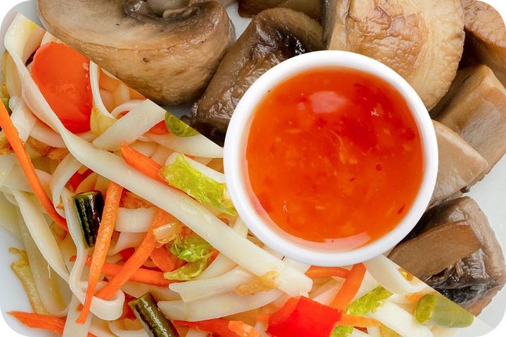 Лапша удон (овощи) + Грибы шампиньоны + Свит Чили