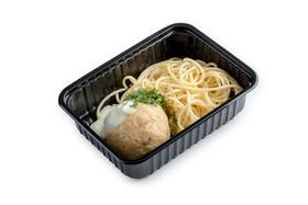Спагетти с куриными тефтелями в соусе